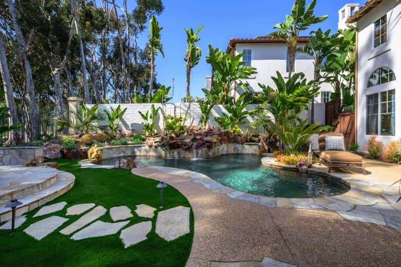 Beautiful Ft. Lauderdale lawn with artificial grass